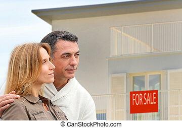 devant, maison, couple, vente