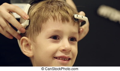Device to control thoughts on the boy's head