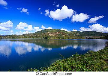 Dexter Reservoir in Oregon - Dexter Reservoir with the ...