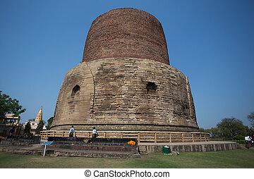 Dhamekh Stupa and ruins in Sarnath, India