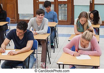 diákok, ülés, alatt, vizsga hely