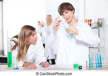 diákok, alatt, laboratórium