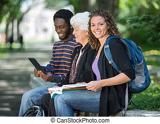 diákok, egyetem egyetemváros, mellvéd, ülés