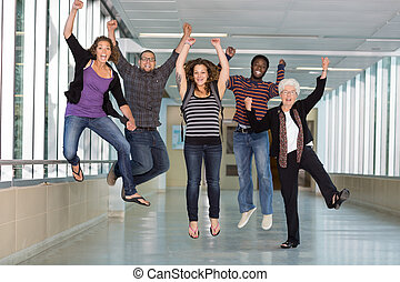 diákok, egyetem, ugrás, izgatott, multiethnic