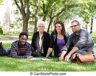 diákok, fű, liget, egyetem területe, ülés