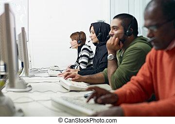 diákok, fejhallgató, computer labor