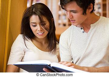 diákok, látszó, könyv, fiatal