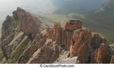 dièse, extrême, mountaineering., vol, formations, aérien, voler, vue, escarpé, rocher, voyage, vidéo, sunset., bourdon, montagne rocheuse, affleurements, sur