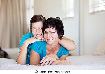 di mezza età, figlia, adolescente, madre