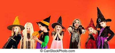dia das bruxas, crianças, grupo, trajes, meninas