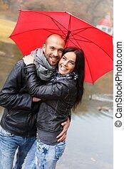 dia, par, feliz, chuvoso, ao ar livre, guarda-chuva, middle-...