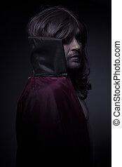 diablo, hombre, con, pelo largo, y, abrigo negro