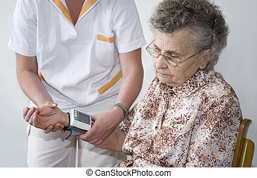 diagnose - Measuring the blood pressure