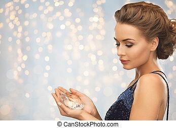 diamante, mulher, vestido, segurando, noite