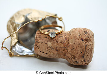 Diamond engagement ring on champagne cork - A solitair...