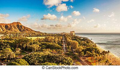 Diamond Head and Queen's surf Beach in Honolulu, Hawaii