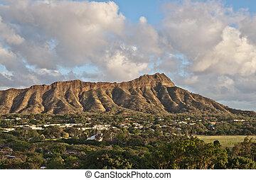 Diamond Head in Honolulu, Hawaii - Diamond Head Crater on...