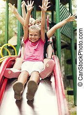 diapositiva, niños, patio de recreo, feliz
