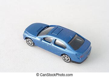 dichtbegroeid boven, oud, blauwe auto, speelbal, vrijstaand, op wit, achtergrond., (selective, focus)