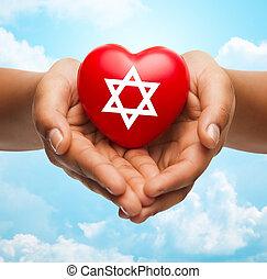 dichtbegroeid boven, van, handen, vasthouden, hart, met, joodse ster