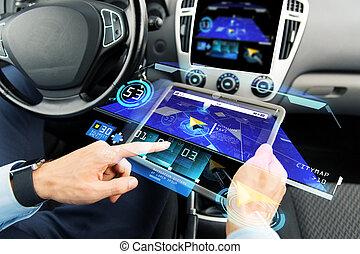 dichtbegroeid boven, van, man, met, tablet pc, in auto