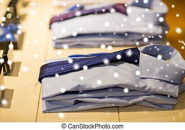 dichtbegroeid boven, van, overhemden, met, banden, op, de opslag van de kleding