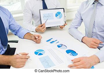 dichtbegroeid boven, van, zakenman, handen, met, klembord