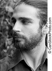 dichtbegroeid boven, verticaal, van, een, jonge man, met, baard, kijken weg