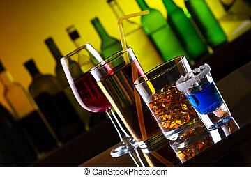 diferente, alcohol, bebidas, y, cócteles, en, barra