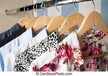 diferente, cabides, roupas