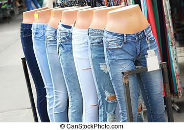 diferente, calças brim, mannequins, feira, fila