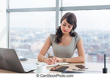 diferente, trabalho, trabalhando escritório, notepad., escriturário, modernos, jovem, dela, notas, femininas, digital, empregado, tabela, sentando, devices., fazer