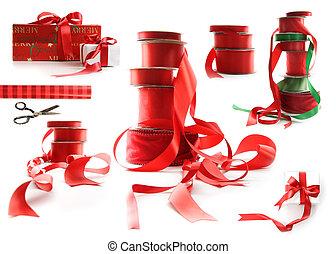 différent, cadeau, tailles, boîtes, emballé, blanc, rubans, rouges