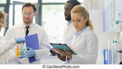 différent, fonctionnement, notes, moderne, liquides, sur, ensemble, recherche, analyser, équipe, essai, laboratoire, tubes, scientifiques, confection
