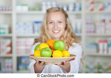 différent, pharmacien, femme, tenue, fruits