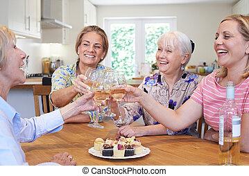 differente, gruppo, amici, femmina, casa, invecchiato, riunione