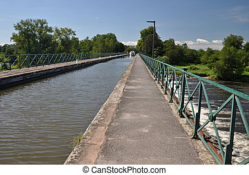 Digoin canal bridge and Voies Verte cycle way.