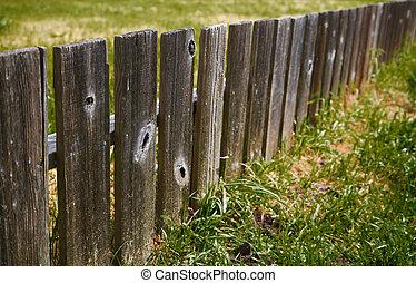 Dimishing wood fence