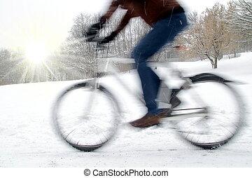 dinamico, ciclista, con, offuscamento movimento, e, sole...