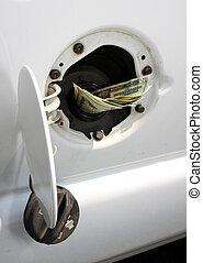 dinero, en, depósito de gasolina