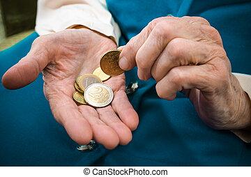 dinheiro, mulher sênior, contagem