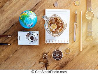 dinheiro, poupança, em, um, frasco vidro, ligado, madeira, fundo, viagem, conceito
