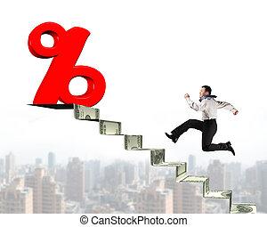dinheiro, topo, sinal, executando, porcentagem, direção, escadas, homem