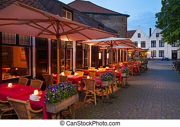 Dining al fresco in Bruges
