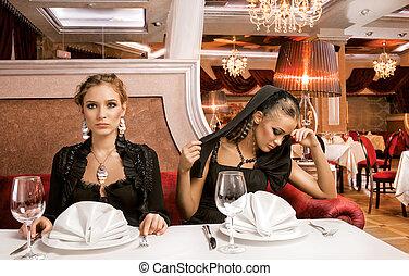 Dining Beauties.