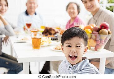 dinnerat, famiglia, asiatico, casa, detenere, felice