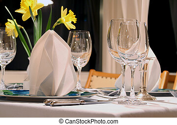 dinner ready restaurant - Plate, wine glass, napkin, fork...
