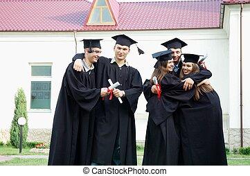 diplomák, boldogan, kézbesít, érettségizik, -eik, más, megragad, mindegyik
