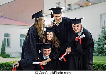 diplomák, egyetem, érettségizik, -eik, öt, élvez