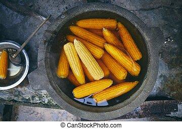 directamente arriba, vista, maíz, hervido